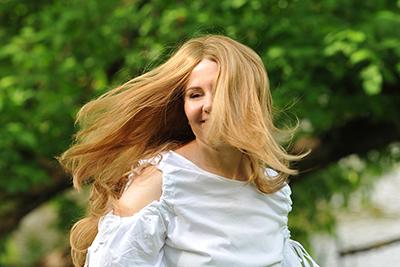 peruka z długimi włosami