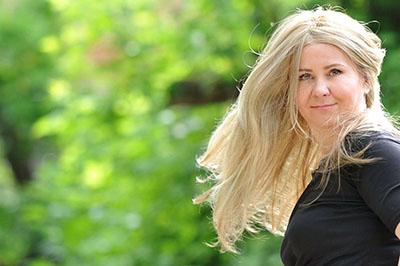 peruki z długimi włosami